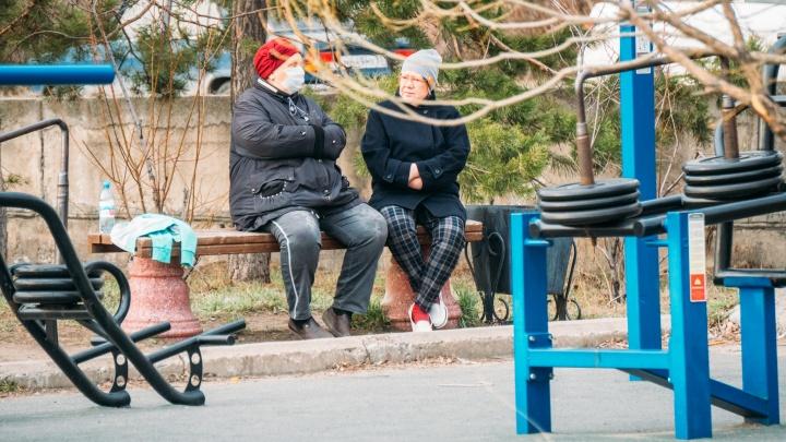 В Омской области коронавирусом заразились трое детей и 16 пенсионеров
