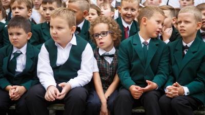 «Депутатов охраняет Росгвардия, детей — бабушка-вахтер»: как обеспечивается безопасность в школах Волгограда