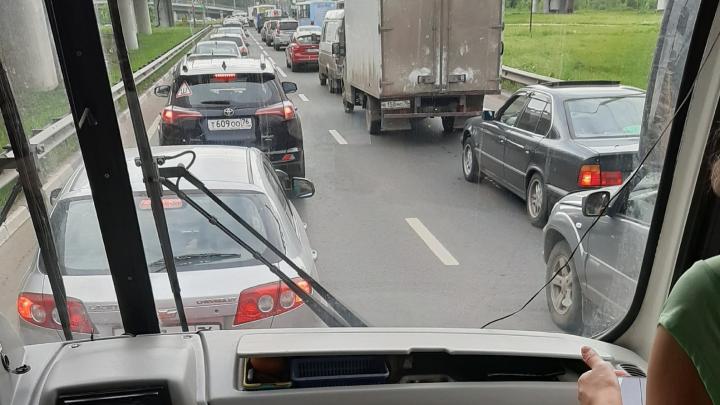 Всем встать: почему в Брагино каждое утро и вечер — лютые пробки. Ответ властей