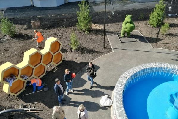 У фонтана появятся пчелиные соты и зеленый мишка