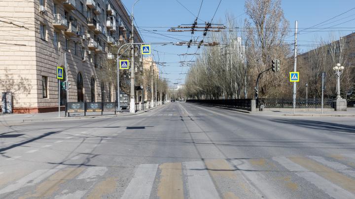 По домам ходит 500 полицейских: Волгоград второй день в режиме изоляции по коронавирусу