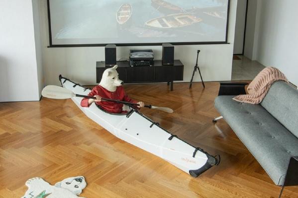 За неимением озера Эльнар Мансуров отправился в плавание по комнате
