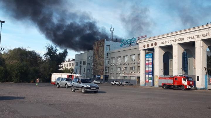 В Волгограде загорелся тракторный завод