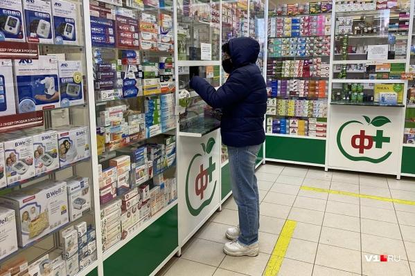 В аптеках Волгоградской области достаточно лекарств от COVID-19 — уверены в правительстве