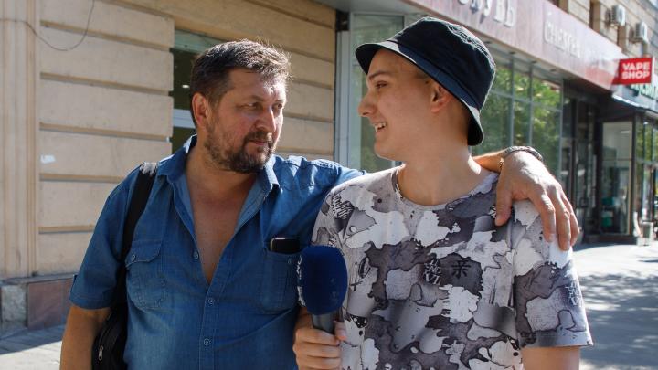 «Нам всё равно, куда крутить стрелки»: жители Волгограда устали от постоянной игры чиновников с часами