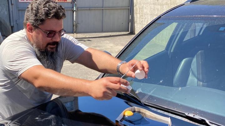 Жарим яйцо на капоте машины: эксперимент V1.RU