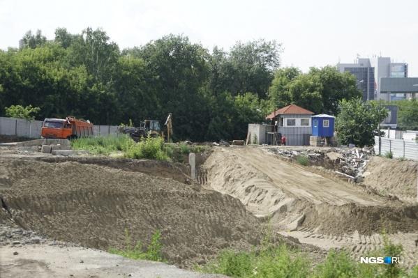 Сейчас участок готовят к строительству