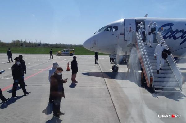 Вахтовиков доставили в Башкирию спецрейсом