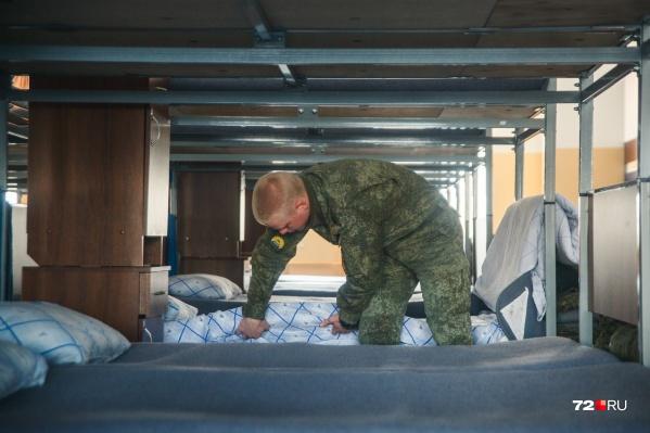 Следователи вернули сбежавшего солдата к родным