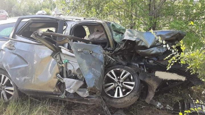 «Погиб ребенок»: в Самарской области лоб в лоб столкнулись Vesta и BMW