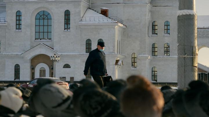 Вернувшихся из-за рубежа в Архангельскую область пустят на работу только со справкой о COVID-19
