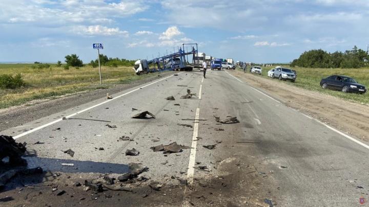 Спешили на море: семья из Екатеринбурга разбилась в страшном ДТП под Камышином