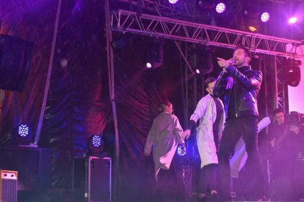 Выступление Сергея Лазарева состоялось, несмотря на дождь