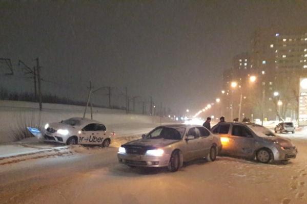Автомобили столкнулись на пересечении улиц Первомайской и Героев Революции