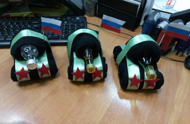 Забудьте про носки и мимозы: екатеринбуржцы выбрали антитоп подарков на «гендерные» праздники