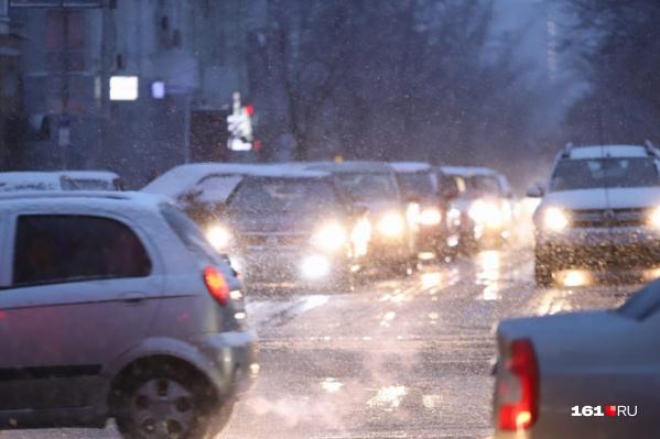 Дорожники утверждают, что пробка не имеет отношения к снегопаду