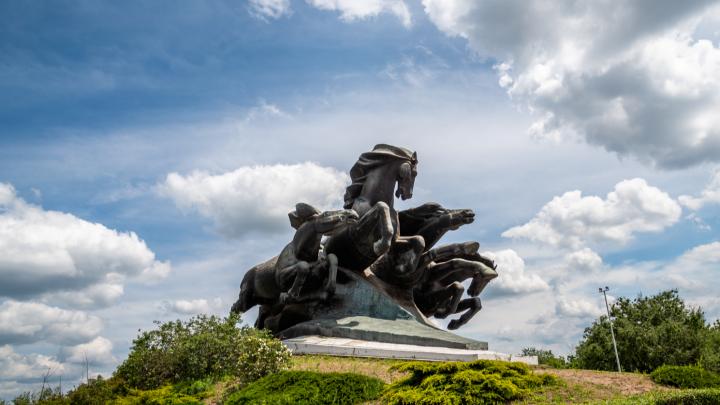 Несущаяся «Тачанка»: 10 фотографий знаменитого ростовского памятника