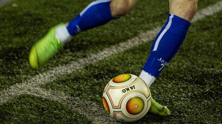 «Играть в футбол на расстоянии в полтора метра нереально»: губернатор НСО — о работе спортклубов