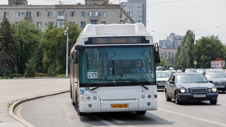 «Четыре форточки на весь салон»: волгоградцы жалуются на раскаленные от жары автобусы