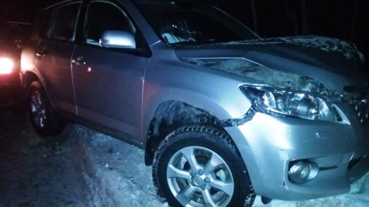 На Пирогова «Тойота» выехала на встречку, задела «Форд» и врезалась в столб