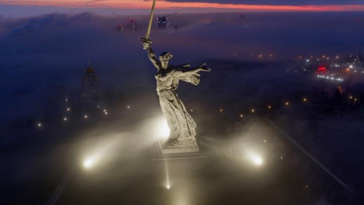 Такая удача бывает очень редко: фотограф из Волгограда снял Родину-мать в пелене тумана
