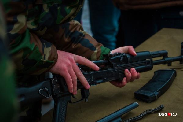 Гражданин Украины провез в Россию несколько винтовок, автоматов и гранаты