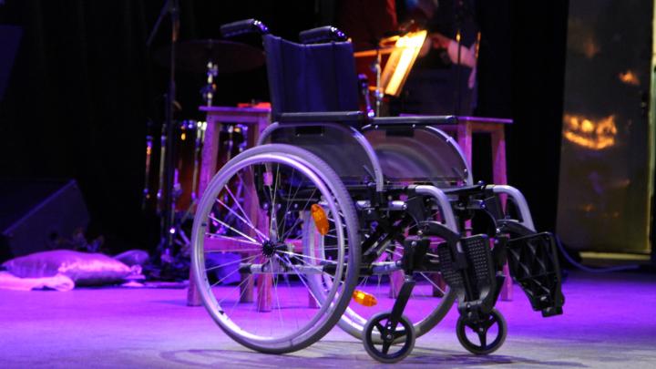В Архангельске ребенку с инвалидностью отказались выдать подгузники из-за прописки