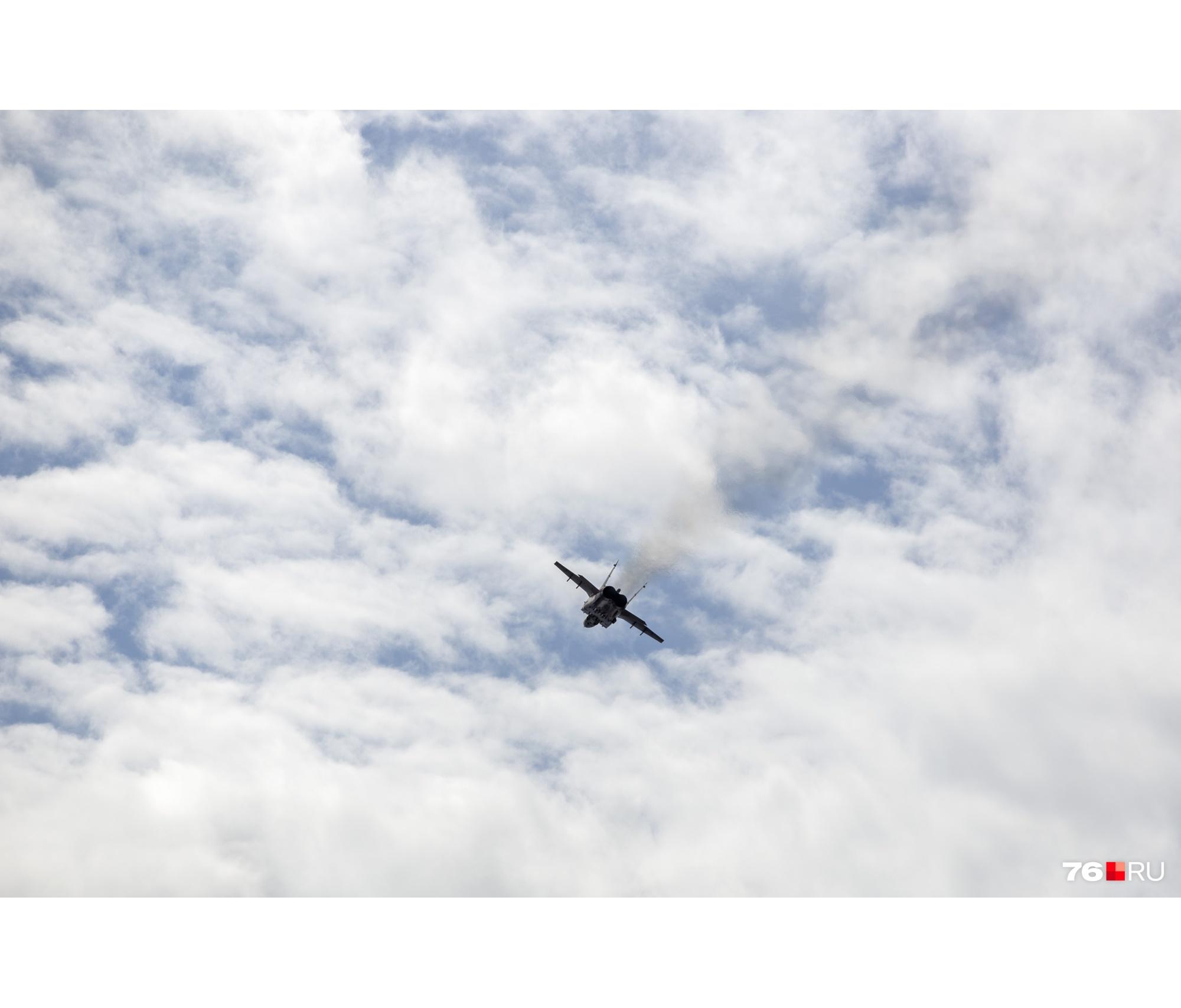 Увидеть самолёты не помешала пасмурная погода