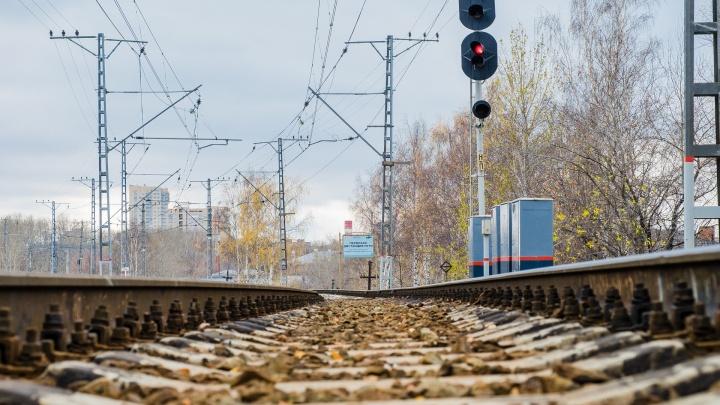 «Думал, что успеет перейти»: в Перми на железной дороге спасли инвалида, чьи костыли переехал поезд