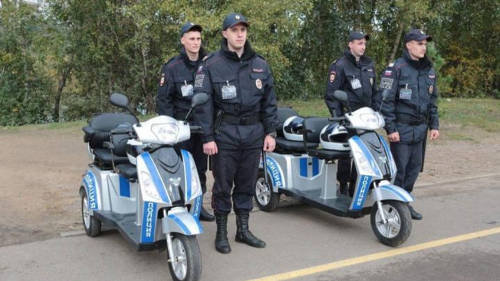 В Красноярске начала работать туристическая полиция на электротрициклах