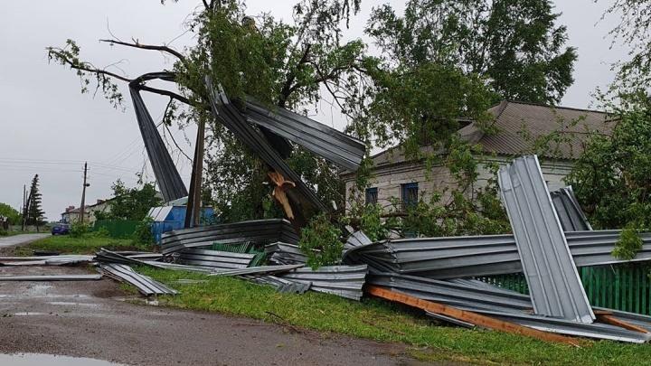 Организован сбор средств: в кузбасском посёлке последствия урагана оценили в 20 млн рублей