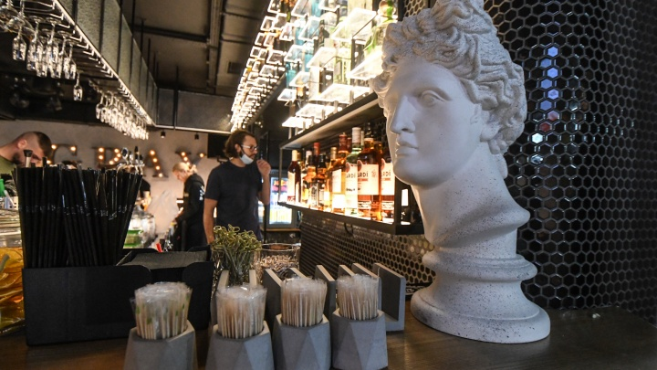 Два киоска с шаурмой и еще 82 заведения. Эксперты назвали лучшие рестораны и бары Екатеринбурга
