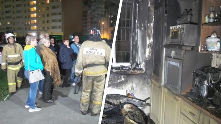Из подъезда эвакуировали 50 жильцов: в доме рядом с Южным автовокзалом сгорела квартира