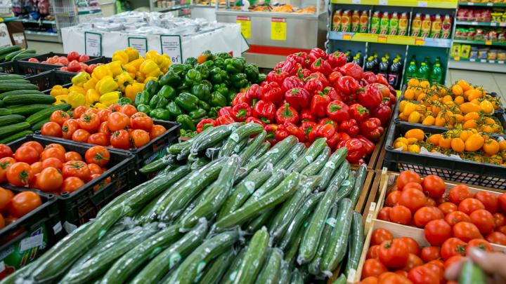 Замочить или устроить душ: рассказываем, как правильно мыть овощи и фрукты