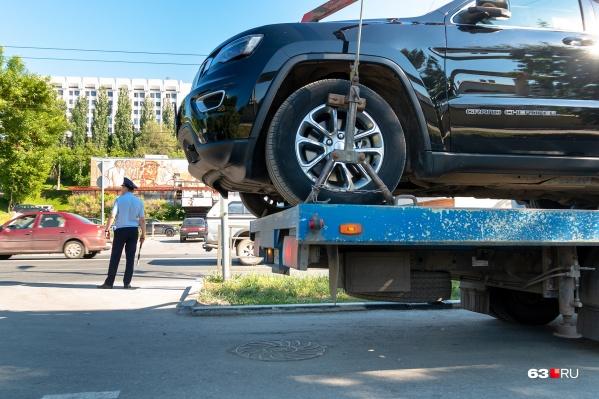 Только эвакуация авто обойдётся в 1900 рублей