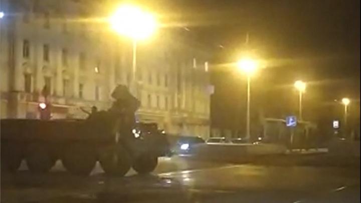 Ночью в Екатеринбурге отрепетировали историческую реконструкцию к 9 Мая