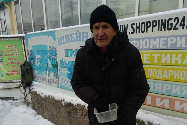 Каждый день Закий Мингалеевич стоял с протянутой рукой у магазина, пока его не заметила Катерина