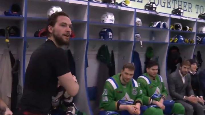 Хоккеисты «Салавата» отметили победу над «Авангардом» в раздевалке, момент сняли на видео