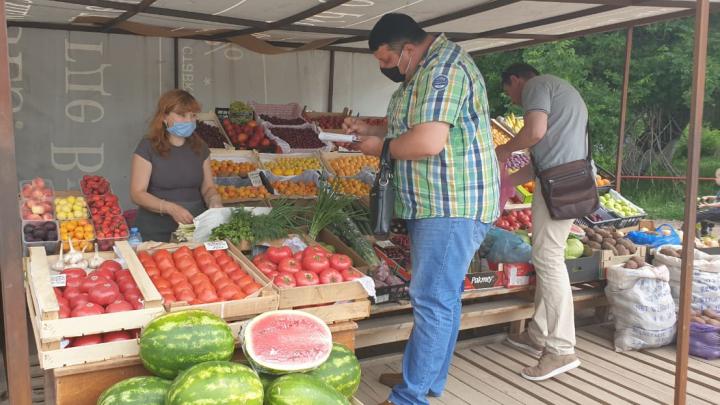 «А как они семью должны кормить?»: в Уфе оштрафовали предпринимателей за торговлю на улице