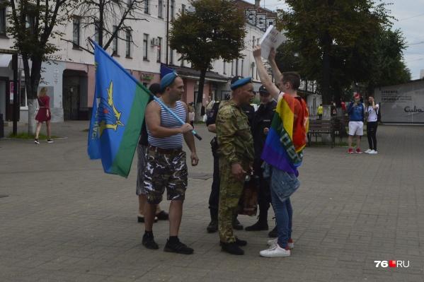 Конфликт ЛГБТ-активиста и десантников произошёл на улице Кирова в День ВДВ