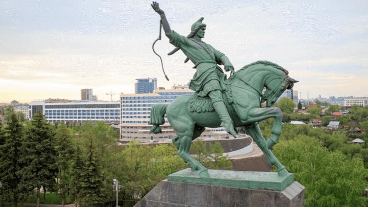 Памятник Салавату Юлаеву, за который оштрафовали мэрию Уфы, отреставрируют