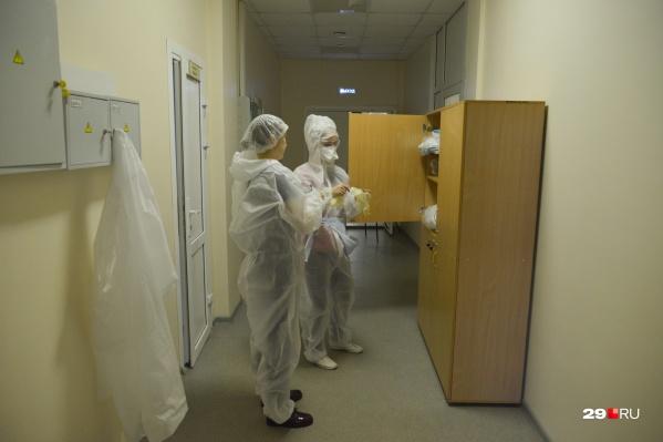 Специальная комиссия проанализировала 28 случаев смерти. Установили, что 15 из них произошли из-за коронавируса