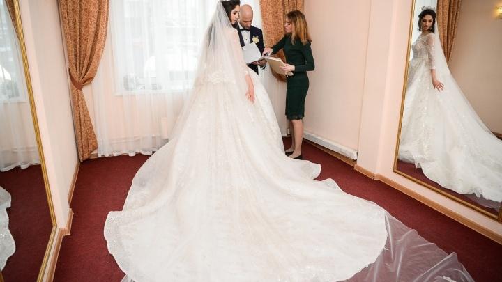 «Маятник качнулся в другую сторону»: в Зауралье уменьшается количество браков