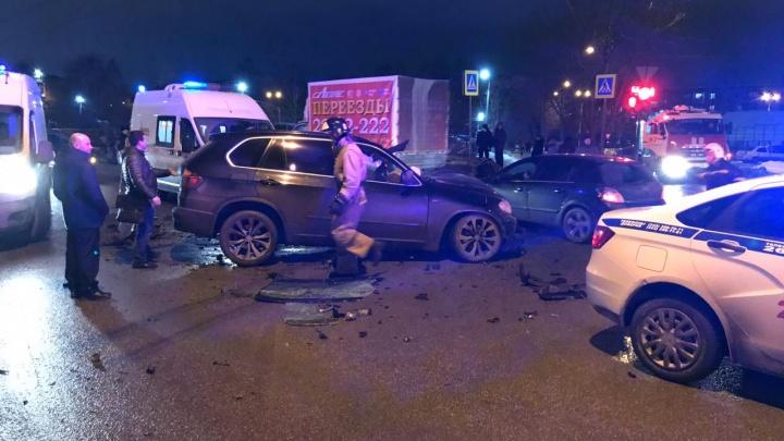На Вторчермете столкнулись три машины. Есть пострадавший