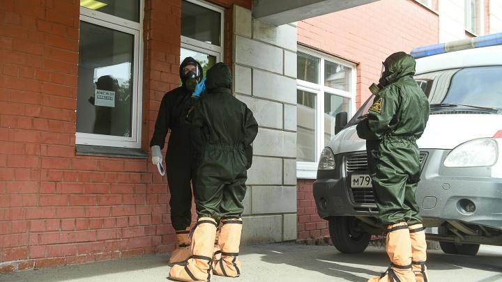 Двух человек увезли с подозрением на COVID-19: общежитие оптико-механического завода закрыли на карантин