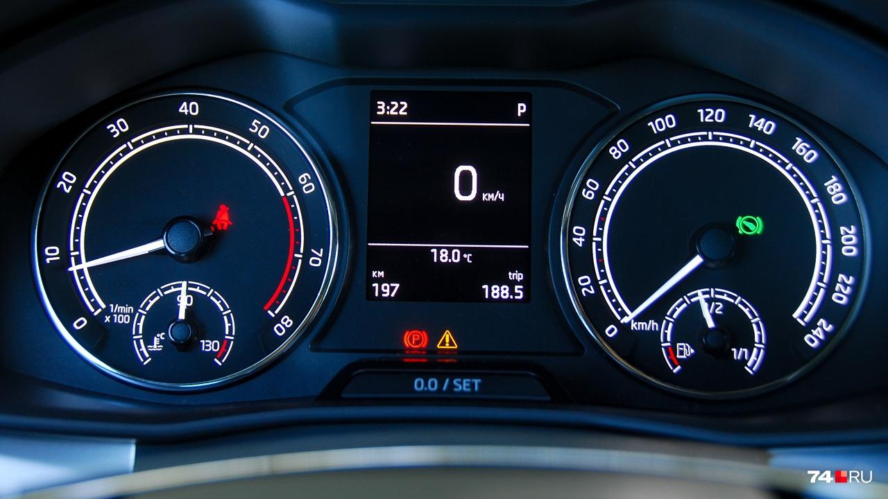 На центральный диспелей MaxiDot можно вывести почти любую информацию, которая нужна в дороге