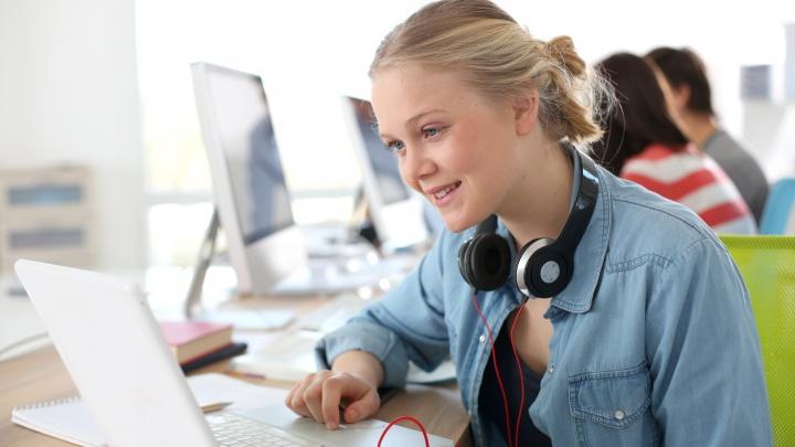 Волгоградцы смогут учиться в онлайне у популярных блогеров и известных вокалистов