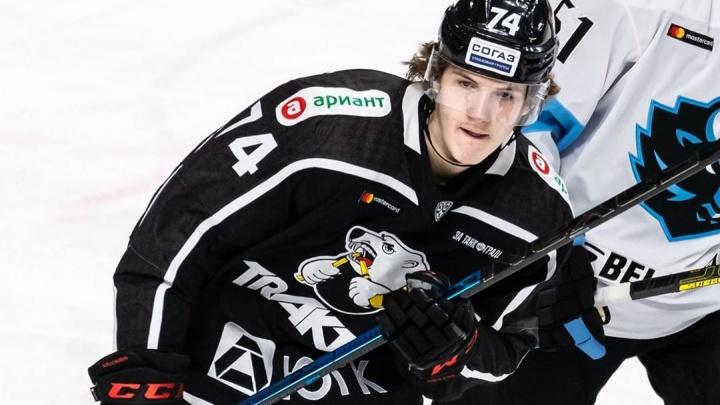 Экс-нападающий «Трактора» Виталий Кравцов передал челябинским хоккеистам челлендж #пасближнему