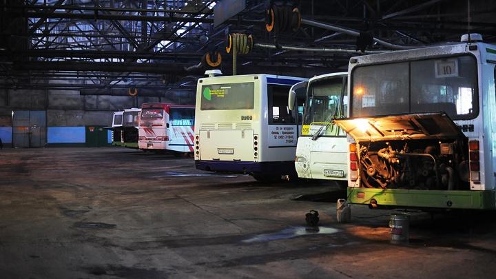 «Мы и водители, и кондукторы, и уборщики»: работник автобуса — о том, почему его коллеги увольняются