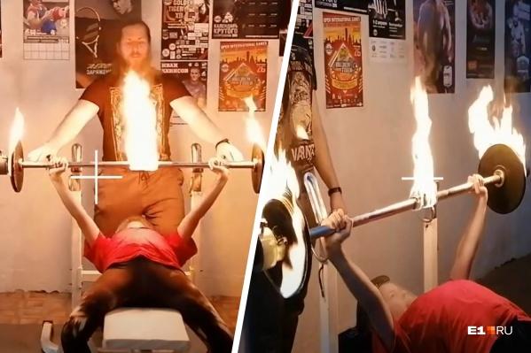 Школьница, которая установила несколько мировых рекордов по стоянию на гвоздях, теперь жмет огненную штангу